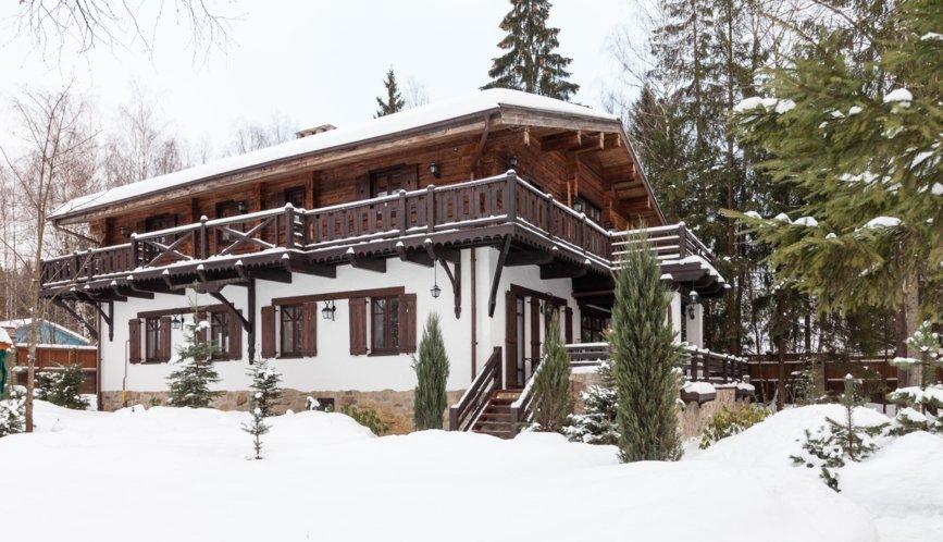 Дом в стиле шале.